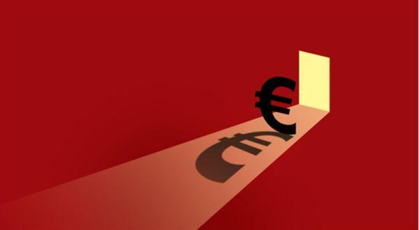 Máme přijmout euro? Konec koruny podle politiků
