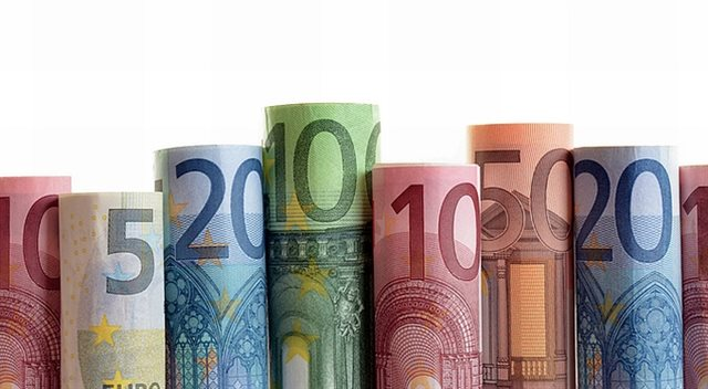 Výběry z bankomatu v zahraničí: Poradíme, jak ušetřit