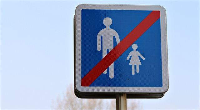 """Česko """"na Trumpa"""": stát rozděluje rodiny, i když nemusí"""