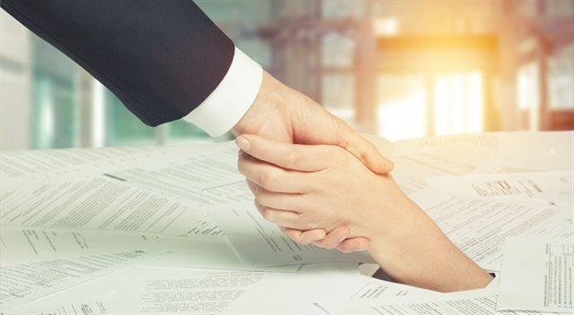 Poslanci schválili změny v oddlužení. Co čeká dlužníky?