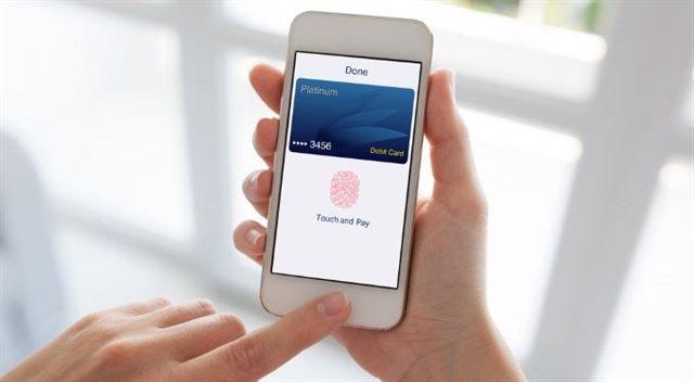 Konec přepisování SMS, platbu potvrdíte otiskem. Zpřísnění ale přinese i komplikace