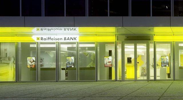 Změny v Raiffeisenbank: Zdraží nálepky, přicházejí okamžité platby i Apple Pay