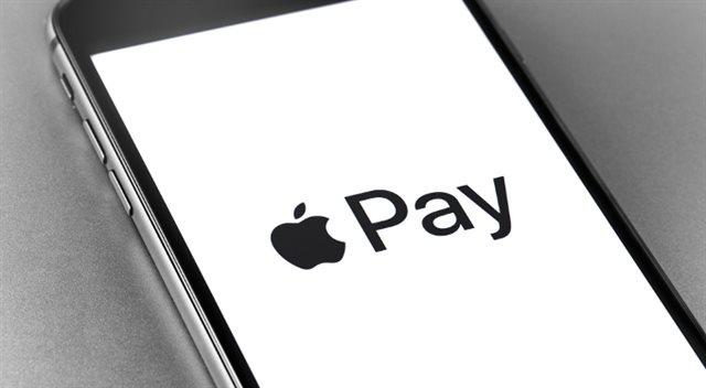 Apple Pay spouštějí další dvě banky. Z velkých zbývá jediná