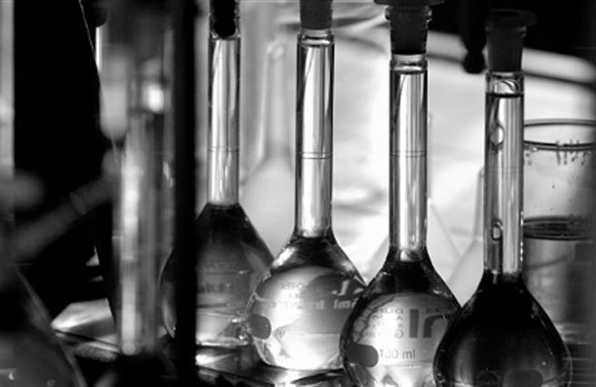 Patří ekonomie do laboratoře?