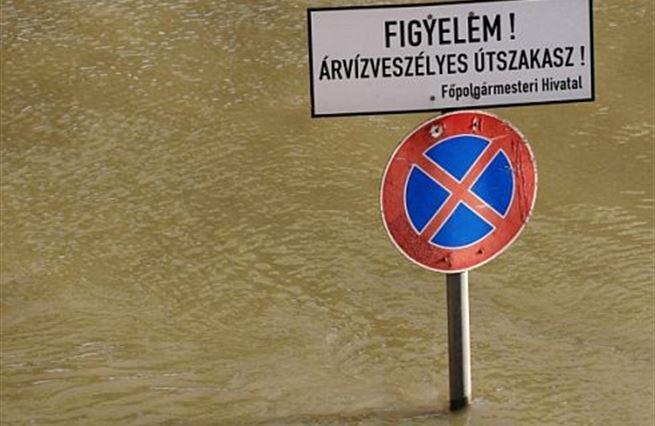 Maďarsko nabírá vodu. Orbánovi došel dech