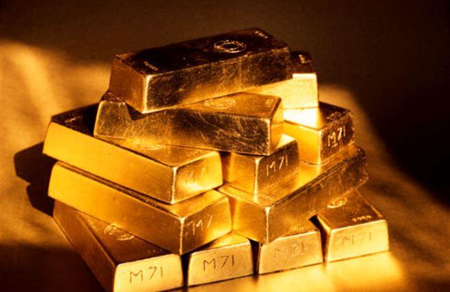"""Konec víry v """"papíry"""": Co stojí za růstem zlata?"""