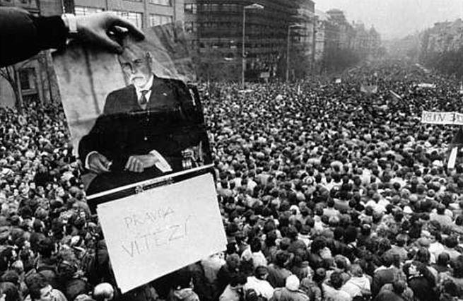 Anketa: Od gerontokracie ke kleptokracii. Naše cesta od roku '89