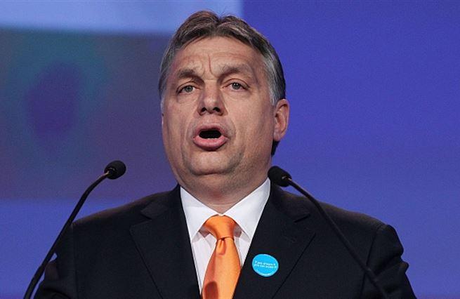 Viktor Orbán přesvědčuje Maďary, že se mají líp. A daří se mu to