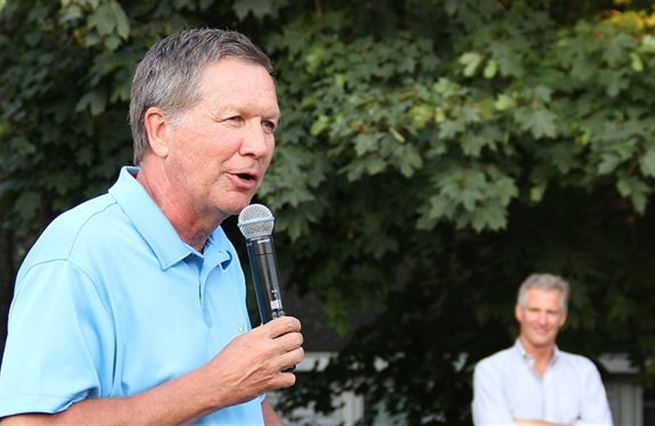 Umírněný guvernér John Kasich může zastínit Jeba Bushe