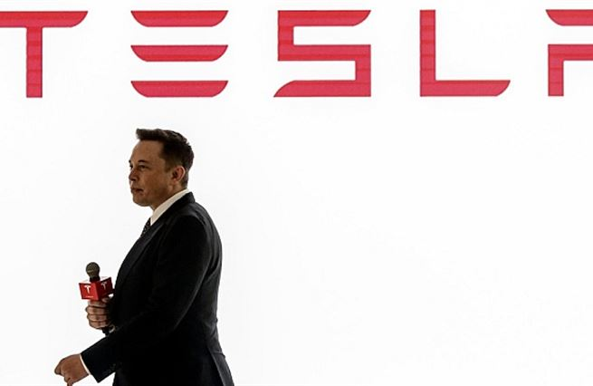 Musk přináší budoucnost a minulost zároveň