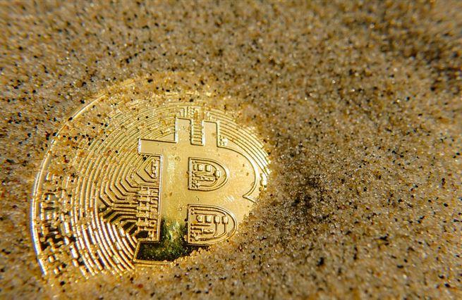Jak jde o bitcoin, ekonomům nevěřte