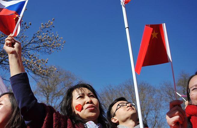Rusko a Čína. Zemanova výkladní skříň je poloprázdná