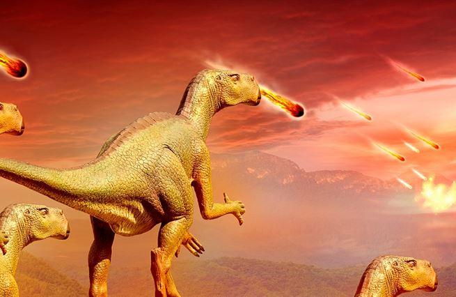 Meteorit mezi dinosaury. Kolaps americké společnosti je cosi docela nového