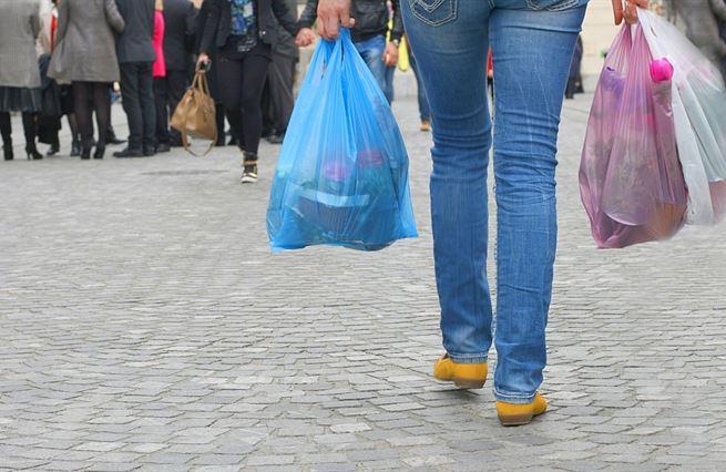Zákazy plastových tašek nejsou jen neekonomické. Jsou neekologické