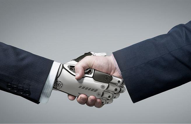 Umělá inteligence pracovní místa neničí, ale vytváří. Když ji stát nechá