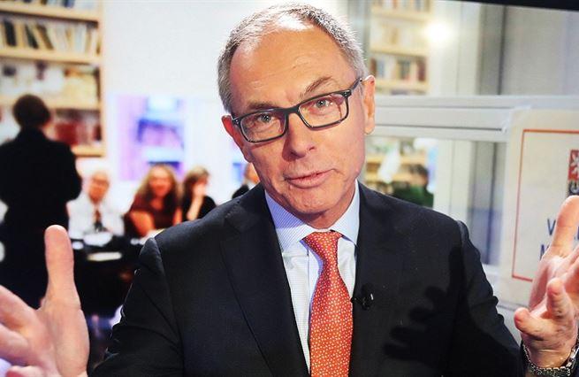"""Svět si teď vede enormně dobře, říká """"létající ekonom"""" Jan Švejnar"""