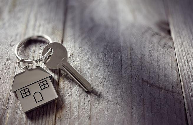Pět set rodin ze dna do bytů. Podaří se porazit stereotypy?