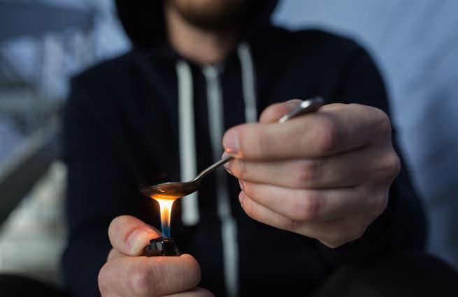 Babišova vláda si hraje s drogovým ohněm