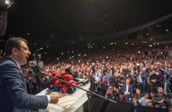 Zrušte volby, vyhrát měl ten druhý. Erdoğanův reparát