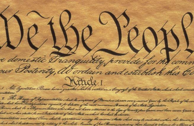 Ústava demokracii ve Spojených státech nespasí