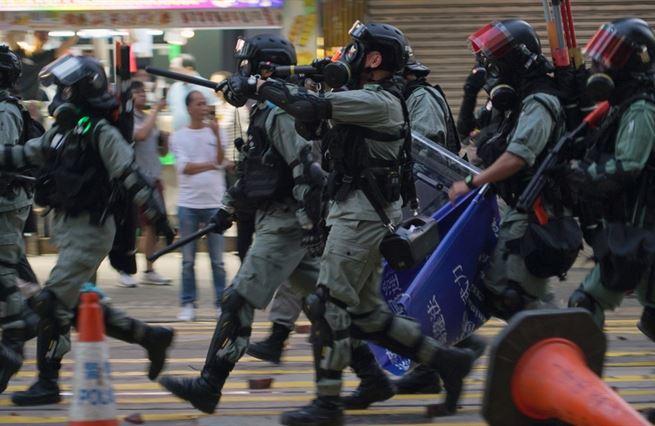 Čína stabilizuje Hongkong