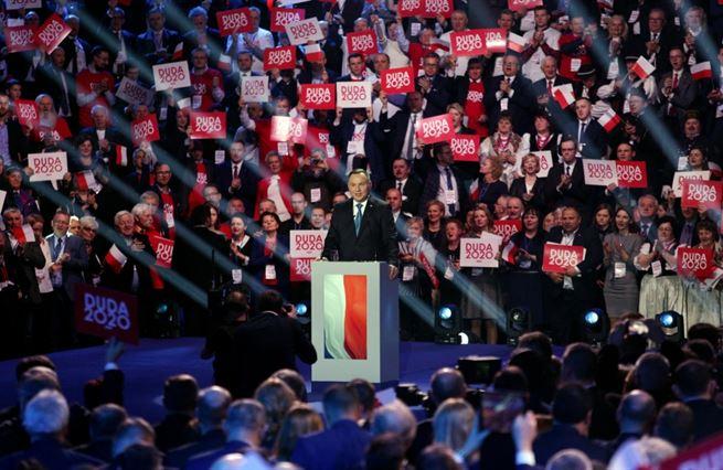Přes mrtvoly. Vir nevir, prezidentské volby v Polsku prý budou