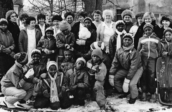 Černí sokoli: příběh neslavného sociálního experimentu s africkými dětmi