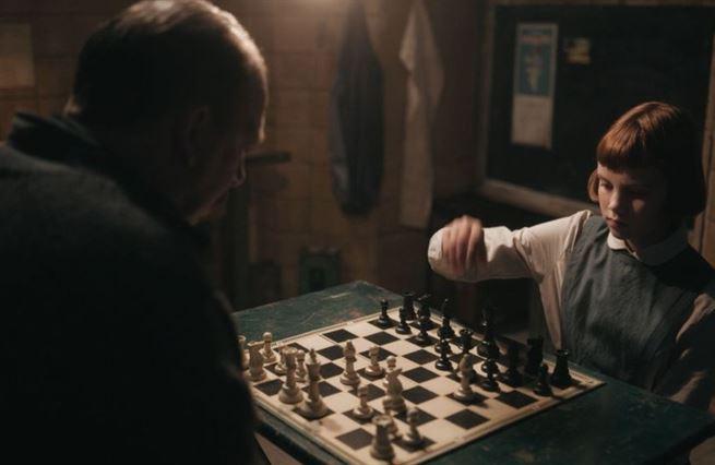Dámský gambit. Reklama na šachy, za kterou si lidi rádi zaplatí