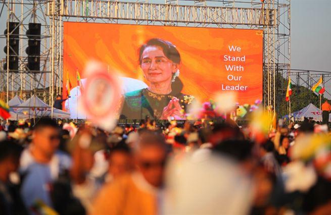 Padlá barmská ikona. Svět se v Su Ťij zklamal, zemi hrozí brutální nastolení moci