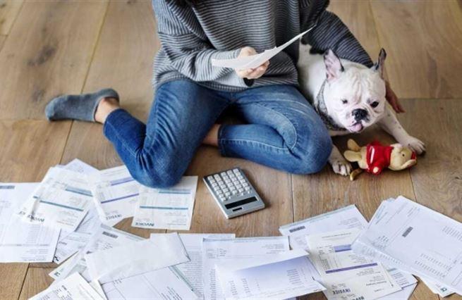 """Půjčky v době krize: Jak si """"rok poté"""" vedeme a na co si dát pozor"""