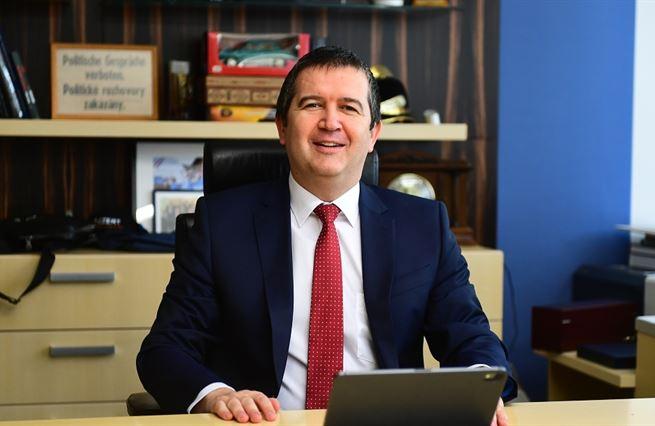 Hamáček vítězí, ČSSD prohrává. Tvrdá realita volebního sjezdu
