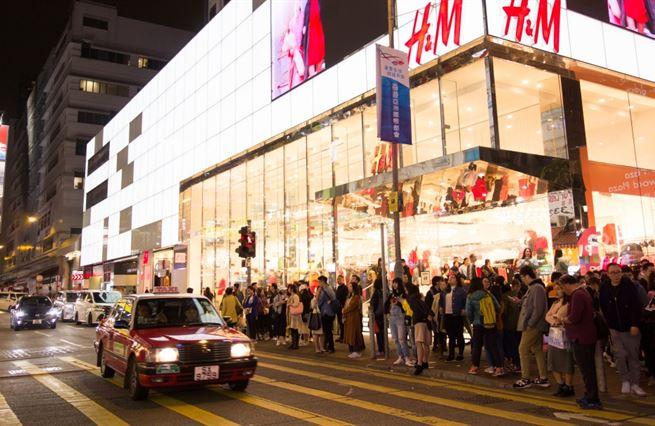 Zápas idejí a nákupní vášně. Čína tlačí západní firmy k pošlapání lidských práv