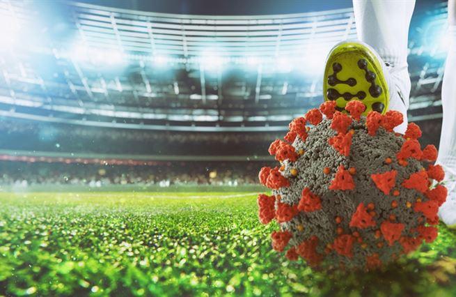 Fotbal přichází o formu i miliardy, koronavirus svlékl kluby do naha