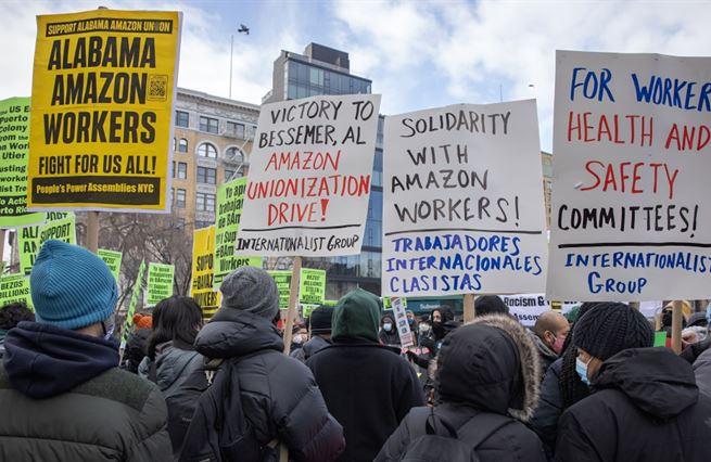 I arcikapitalista Bezos může znít jako odborový předák
