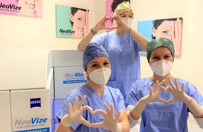 Spočítáno: laserová operace je levnější než brýle a kontaktní čočky