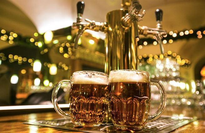 Těžká hodina českého piva. Uzávěra končí, ale hospodští vyhráno nemají
