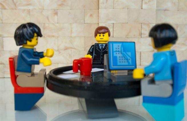Z dětských rukou do portfolií investorů. Jak si LEGO podmanilo svět