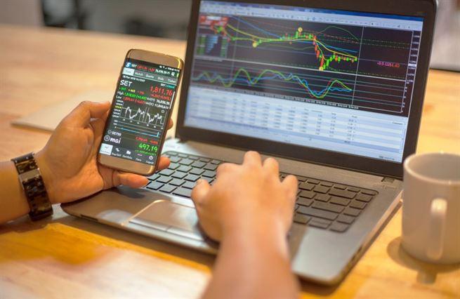 Jde ještě vydělat na akciích? Rychlý růst očima expertů