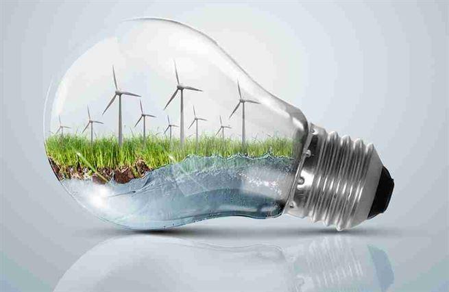 Nejen dráty od pantáty. Žárovku teď rozsvítí i energošek od vlády