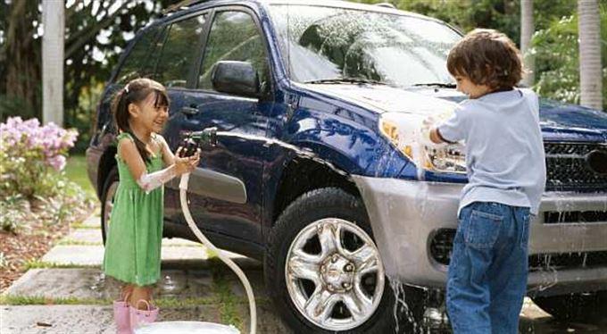 Luxusní tanky na silnici: kolik stojí prémiová SUV?