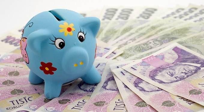 Úrokové sazby klesly rekordně nízko. Zlevní půjčky?