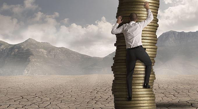 Zaměstnavatelé si můžou z daní odečíst vyšší příspěvky na penzijko a životní pojištění. Přidají vám?