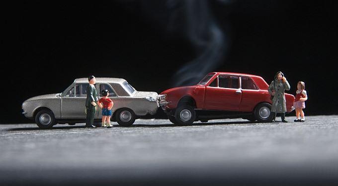 Únor – měsíc pojištění: Ženy, muži, auta a pojištění