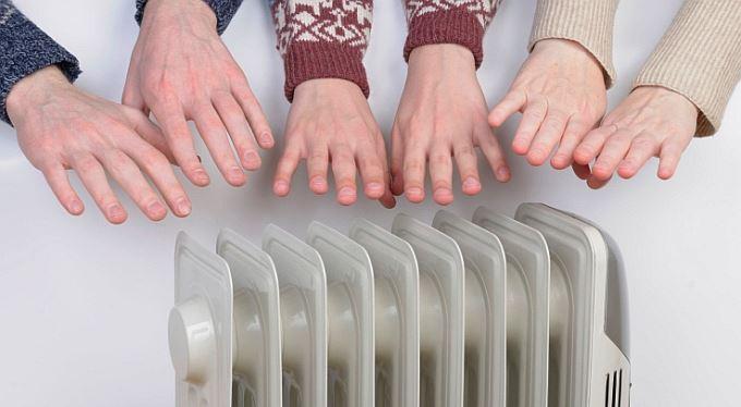 Zlatá střední cesta v boji o teplo: Plýtvači i šetřilové si připlatí