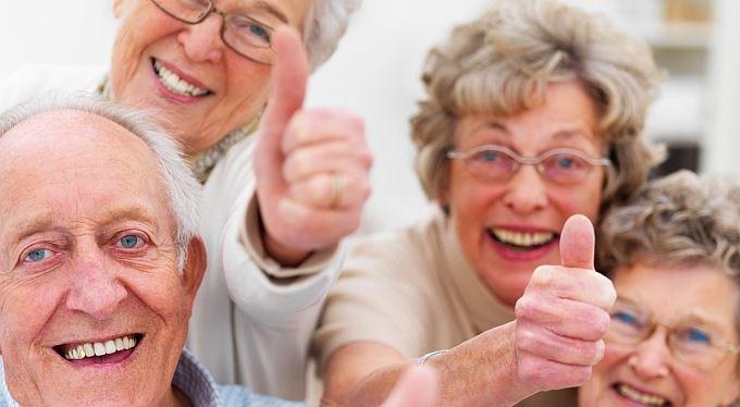Důchodci o daňovou slevu nepřijdou. Zasáhl Ústavní soud