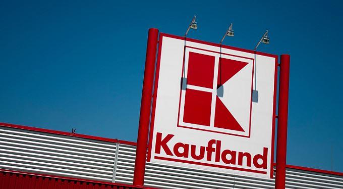 Kaufland platí statisíce. Za nepravdivé české vlajky a kakao