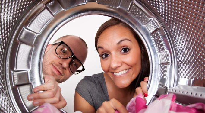Nespěchejte se spotřebitelským úvěrem. Na pračku a gauč vám možná půjčí stavební spořitelna