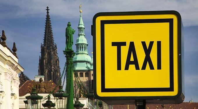 Po Praze taxíkem? Sedmero dobrých rad, jak se nenechat odřít