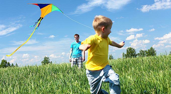Nově pro rodiny: Kratší rodičovská, volno pro otce, pečovatelská dovolená a další