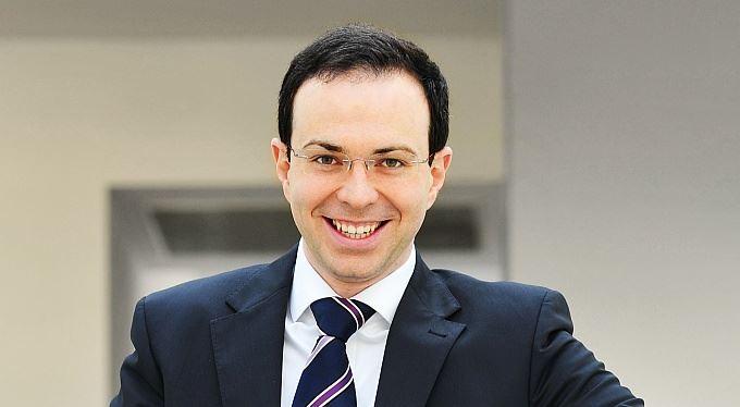 Šéf Mastercard: Banky by lidem měly připomenout, že za kvalitní služby se platí
